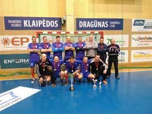 """Žemaitijos veteranų salės futbolo pirmenybėse Tauragės senjorai """" Tauras"""" paėmė pirmą vietą"""